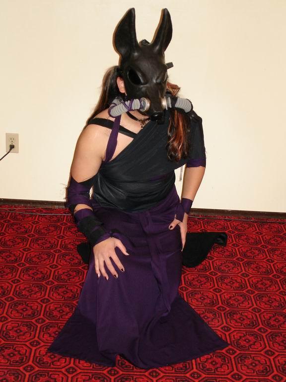 Vlens Costume - Kneeling