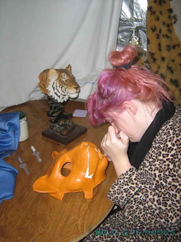 Kat Painting a KG1